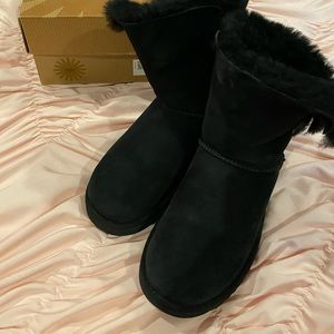 black bailey button ugg's with bling